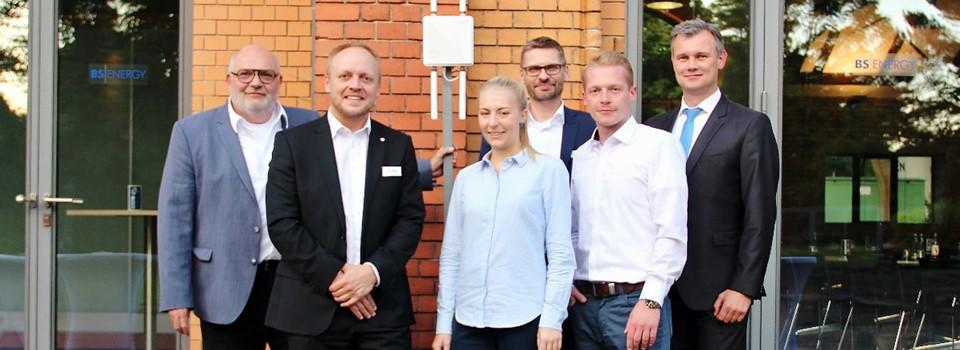 (v.l.n.r.): Olaf Jaeschke (AAI), Sascha Hummel (AAI), Annika Ehlers (Ostfalia), Carsten Plagge (BS|ENERGY), Kristoph Siemens (Ostfalia) und Karsten Schmidt (htp)